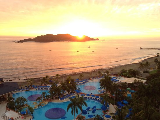 Azul Ixtapa Beach Resort & Convention Center: Sunset from the room