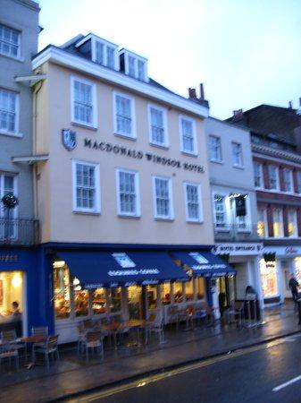 Macdonald Windsor Hotel : Great Location!