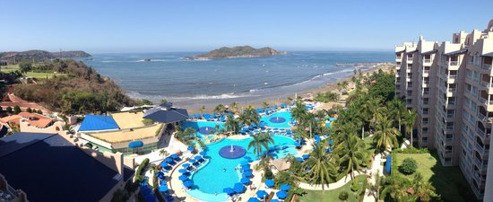 Azul Ixtapa Beach Resort & Convention Center: View from our room. Island that you can kayak to or take the boat.