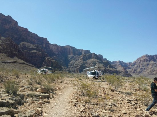 Serenity Helicopters : Landed for lunch in the Grand Canyon