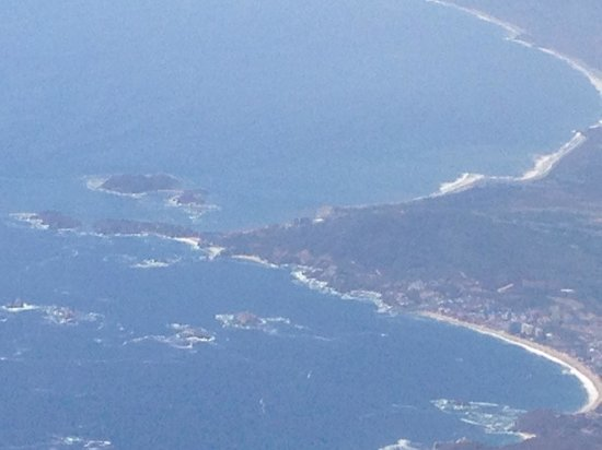 Azul Ixtapa Beach Resort & Convention Center: Ixtapa lower right - island in front of hotel is upper left (area around point)
