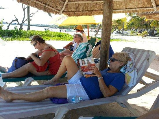 Nohoch Kay Beach Club : Relaxing