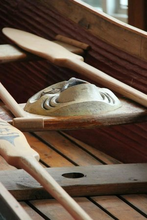 Squamish Lil'wat Cultural Centre : Wooden canoe