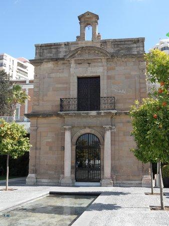 Puerto de Málaga : De kerk voor de zeelui .