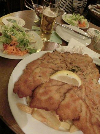 Gaststätte Bei Oma Kleinmann: SCHNITZEL (Zigeuner)