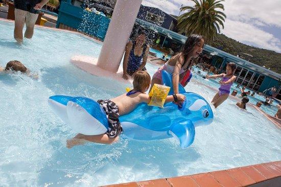 Waiwera Thermal Resort & Spa: Fun in the Fountain Pool