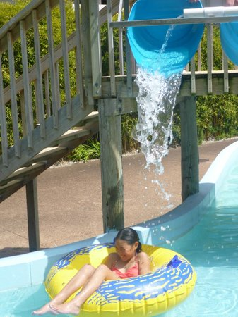 Waiwera Thermal Resort & Spa: Lazy River fun