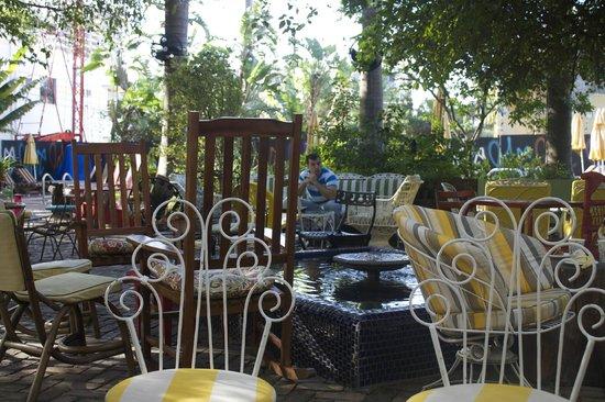 Freehand Miami: Courtyard