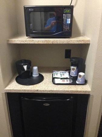 Holiday Inn Express Lubbock South: Convenient microwave and refrigerater