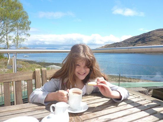 The Boathouse Bistro: Hot chocolate and shortbread in the sun