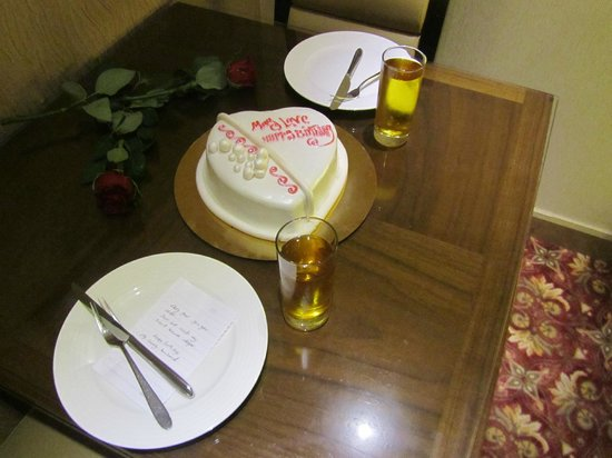 Lancaster Suites Raouche: Birthday celebration in the room