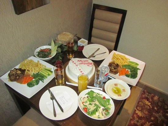 Lancaster Suites Raouche: Dine in the room