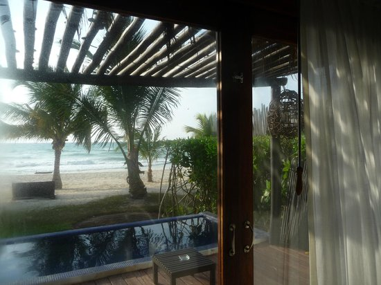 Le Reve Hotel & Spa Boutique Beachfront: Looking out from our room