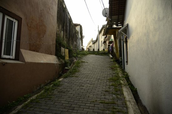 Old Town of Galle and its Fortifications: улочка старого города