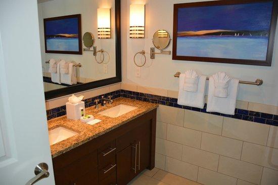 Marriott's Crystal Shores: Master Bath