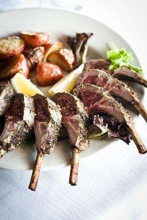 Yanni's: rack of lamb