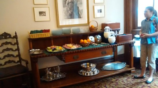 The Priory Hotel: Breakfast Bar