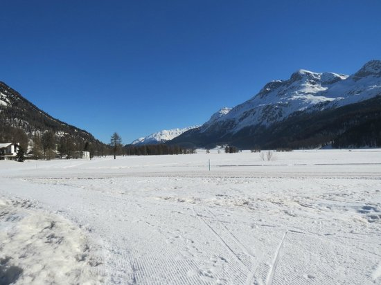Residenza Lagrev: Frozen Lake Silvaplana - view from our room !