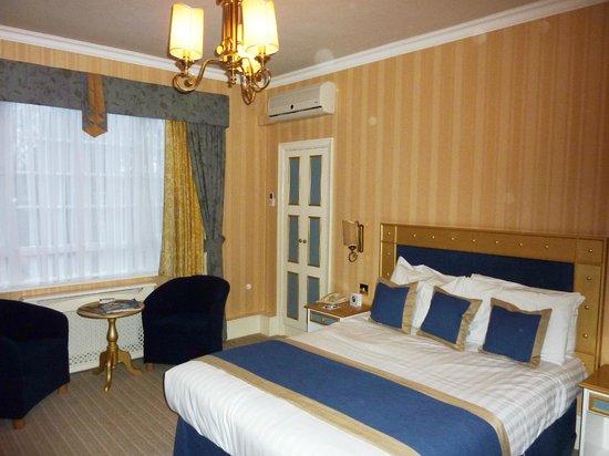 Best Western Abbots Barton Hotel : Double bedroom