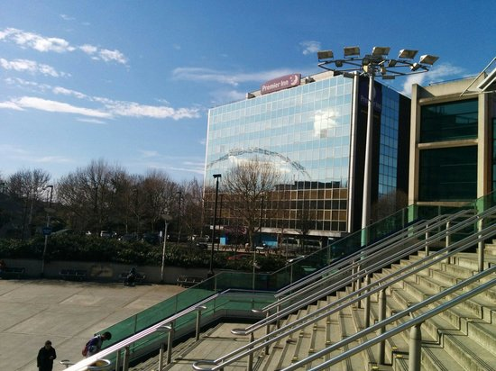 Premier Inn London Wembley Park Hotel : Naast de metro