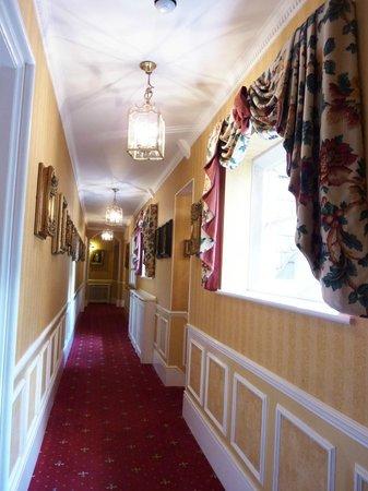 Best Western Abbots Barton Hotel : Hallway to rooms