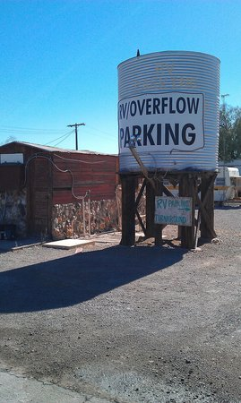 La Casa Del Rancho: Paved parking lot and RD parking and drive thru parking!