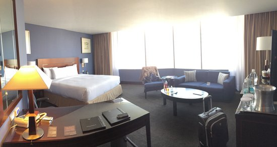 Hilton Mexico City Reforma: Corner suite