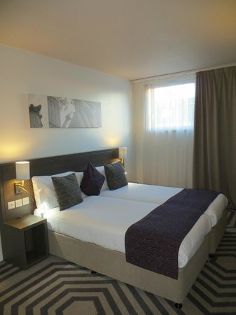 Citadines Trafalgar Square London: 2-twin bedroom, no TV in this room