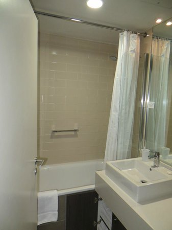 Citadines Trafalgar Square London: upstairs bathroom shower/sink ONLY, toilet downstairs