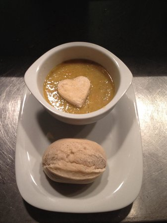 The Albany Hotel on Albert Road: Homemade fresh soup and a roll