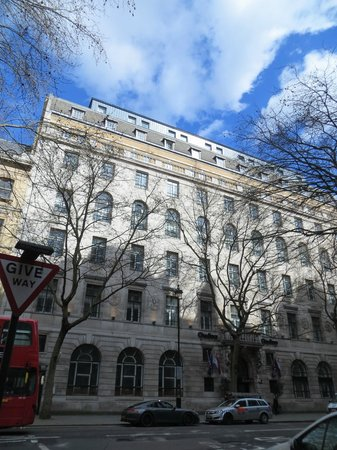 "Citadines Trafalgar Square London : street view, 9th floor ""loft"" way up top"