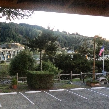 Motel 6 Gold Beach: View from upper level guest room window.