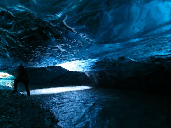 Iceguide: inside the cave