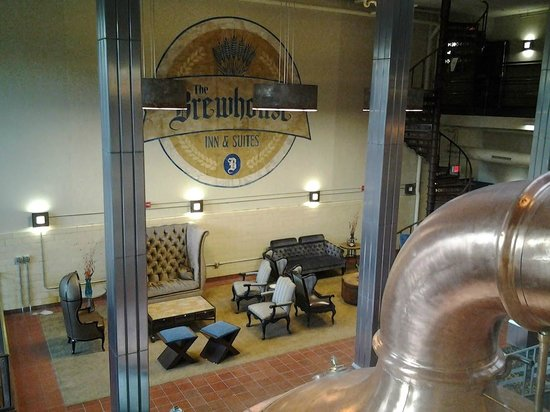 The Brewhouse Inn & Suites : Second floor sitting area