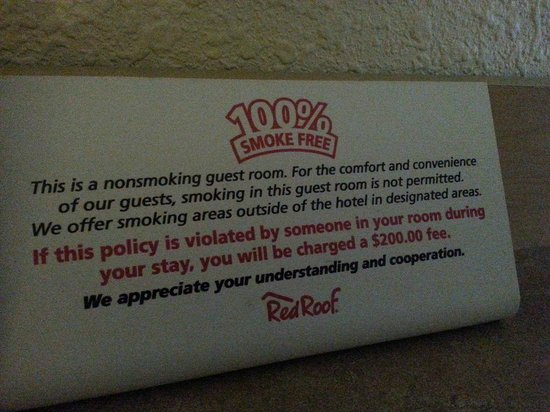 Red Roof Inn Cleveland - Westlake : Warning sign for smokers
