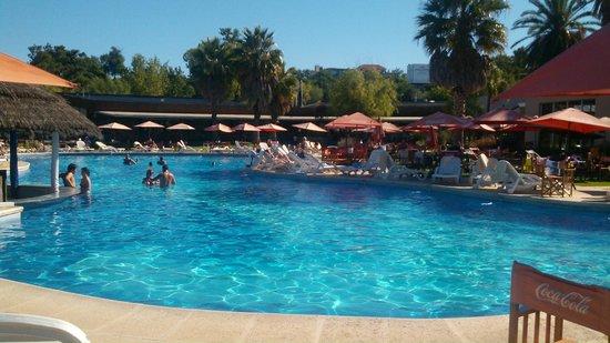Howard Johnson Hotel & Marinas San Pedro Resort: Aire caribeño