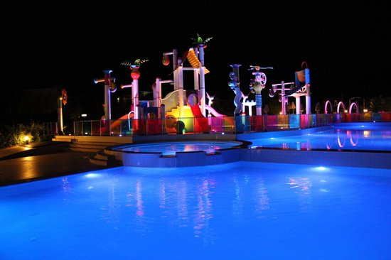 Cronwell Platamon Resort: Waterpark by night