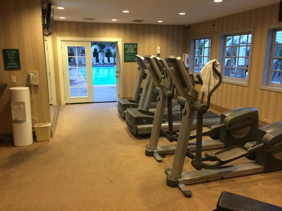 Bahia Resort Hotel: Fitness center next to pool