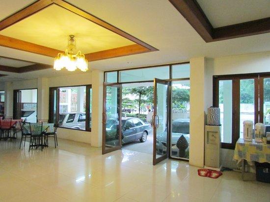 Отель Morning Dew Lodge - холл