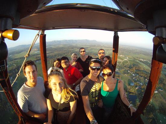 Balloon Aloft Hawkesbury: Passengers enjoying a sunrise balloon flight