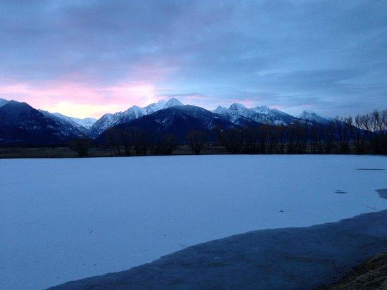 Ninepipes Lodge: Winter sunrise
