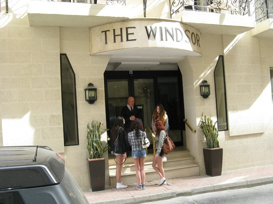 Windsor Hotel: Hotel entrance
