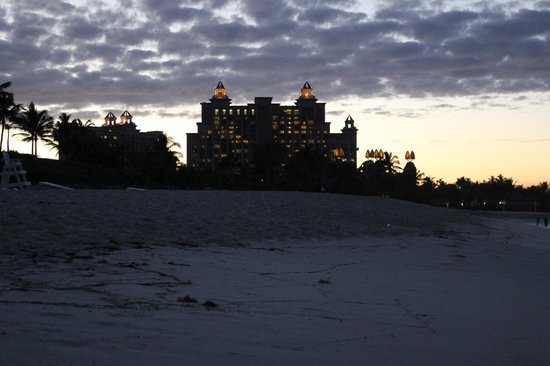 Atlantis, Coral Towers, Autograph Collection: View of the hotel from the beach