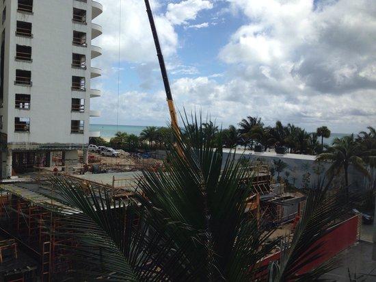 Hotel Riu Plaza Miami Beach: Meerblick :-) Die Baustelle störte mich nicht im geringsten