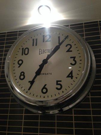 Milton Hill, Abingdon: Big clock in the bathroom