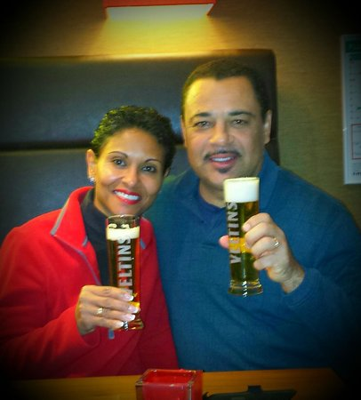 Hampton by Hilton Berlin City West : Enjoying a complimentary beverage our first night in the hotel.