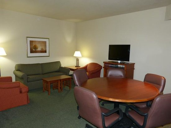 Staybridge Suites West Chester : Living area
