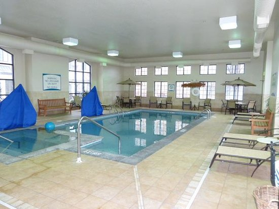Staybridge Suites West Chester : Pool and Spa Area