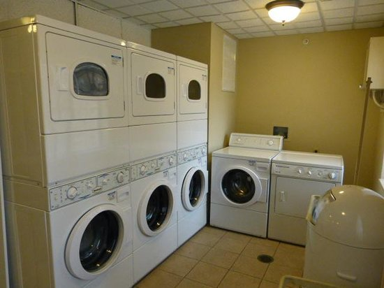 Staybridge Suites West Chester : Laundry area