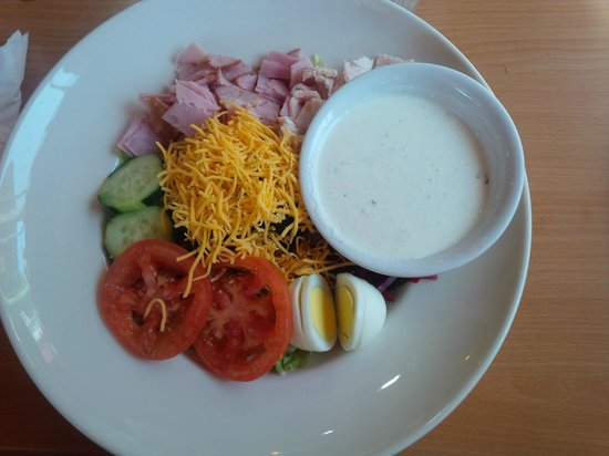 J C's Red Kettle : Chef Salad